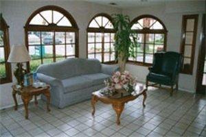 фото Travelodge Costa Mesa - Newport Beach Hacienda 597197808