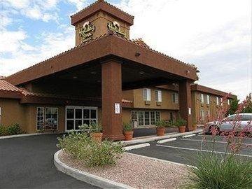 фото La Quinta Inn & Suites Las Vegas RedRock/Summerlin 597229632