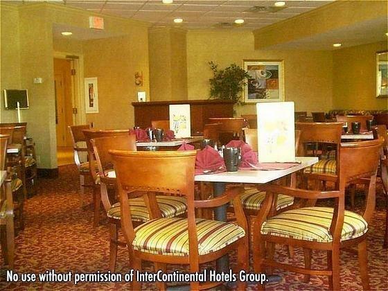 фото Days Inn And Suites York 597248813