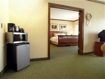 фото Crowne Plaza Hotel Cedar Rapids-Five Seasons 597263326