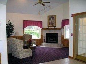 фото Econo Lodge Inn and Suites 597305139