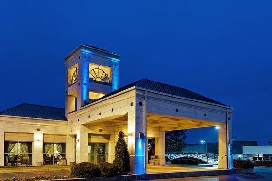 фото Holiday Inn Express Hotel & Suites Huntsville University Drive 59789830
