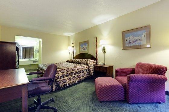 фото Americas Best Value Inn & Suites-Airport 601237576