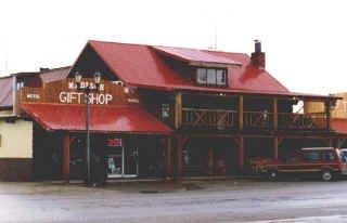 фото West Yellowstone Hostel @ Madison Hotel 602937580