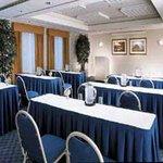 фото La Quinta Inn & Suites Alexandria Airport 605469255