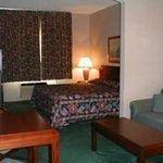 фото Comfort Suites Airport 605485544