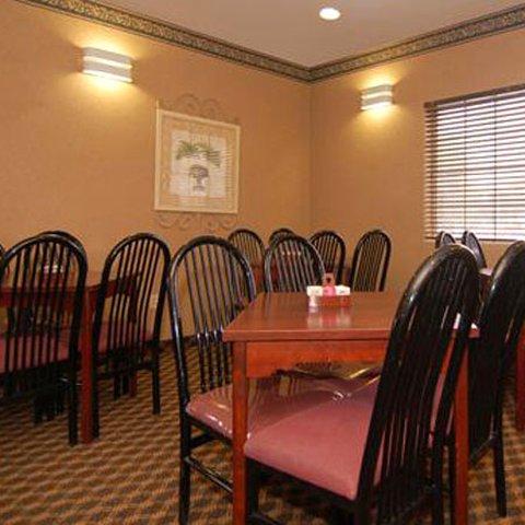 фото US Travelers Inn & Suites 607088596