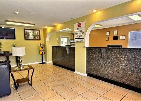 фото Econo Lodge Inn & Suites I-64 & US 13 607517832
