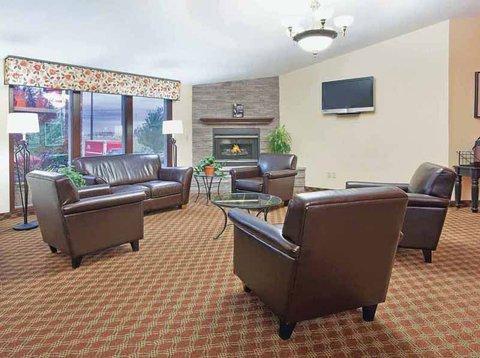 фото La Quinta Inn & Suites Woodburn 607525134