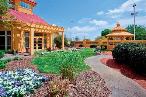 фото La Quinta Inn & Suites Winston-Salem 607578762