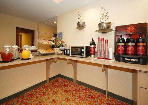 фото Comfort Suites Airport 607639178
