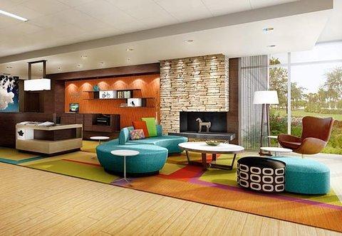 фото Fairfield Inn & Suites by Marriott Milwaukee Downtown 609158056