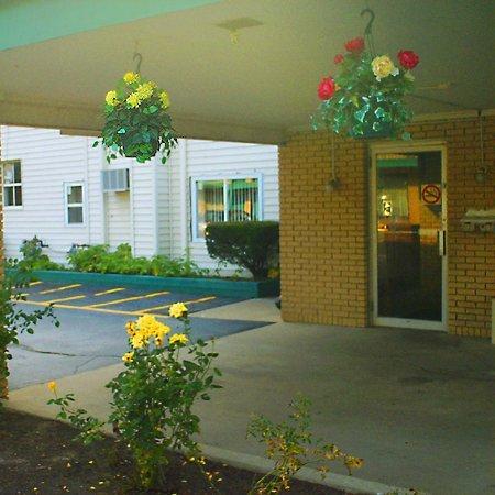 фото VIllage Inn Motel - Berrien Springs 609213307