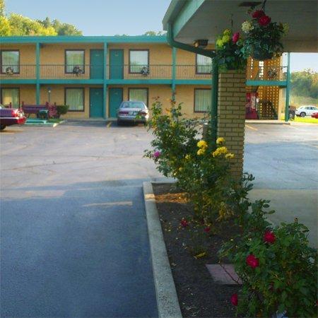 фото VIllage Inn Motel - Berrien Springs 609213308