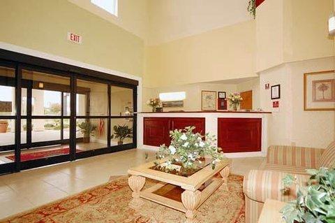 фото Comfort Suites Southport 609230261