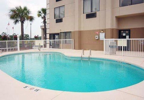 фото Comfort Suites Southport 609230264