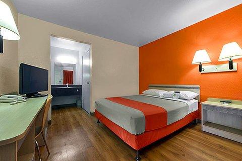 фото Motel 6 Escondido 609310045
