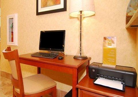 фото Quality Inn & Suites Near Fairgrounds Ybor City 609335566
