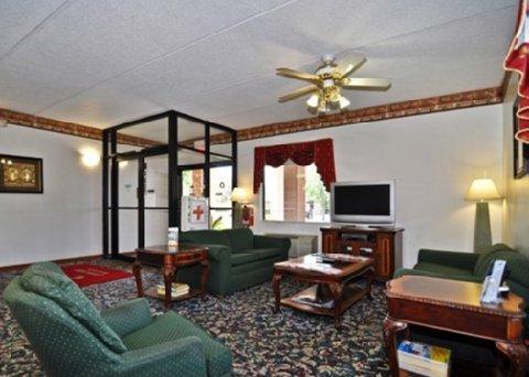 фото Econo Lodge Inn And Suites 609481440