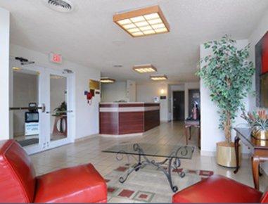 фото Econo Lodge Inn and Suites Pensacola 609857103