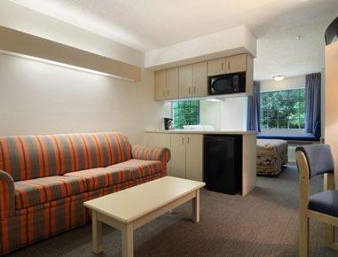 фото Econo Lodge Inn and Suites Pensacola 609857105