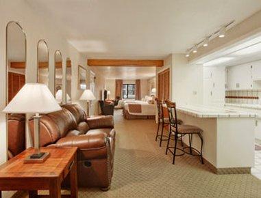 фото Ramada Inn & Copper Queen Casino 609950446