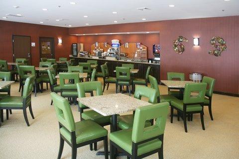 фото Holiday Inn Express Newington 610041165