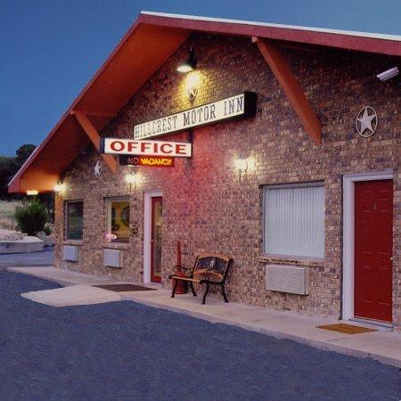 фото Hillcrest Inn & Suites 610151036