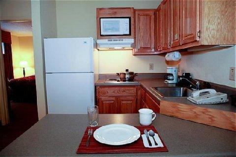 фото Home-Towne Suites Auburn 610157602