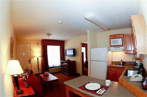 фото Home-Towne Suites Prattville 610173952