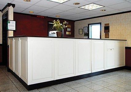 фото Econo Lodge Inn & Suites 610297861