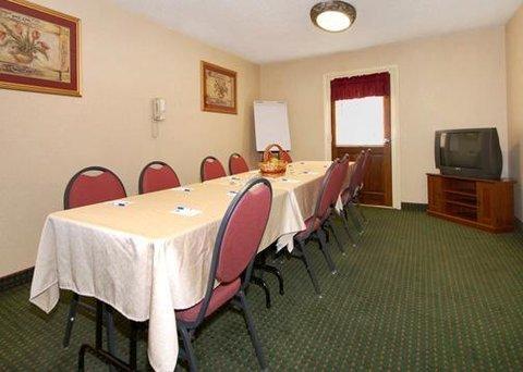 фото Comfort Inn Red Horse 610307334