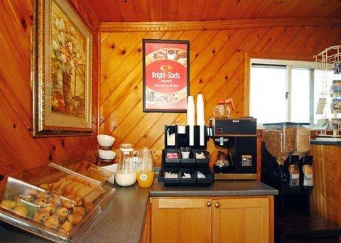 фото Econo Lodge West Yarmouth Hotel 610568819