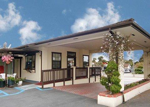 фото Econo Lodge Monterey Fairgrounds 610571382