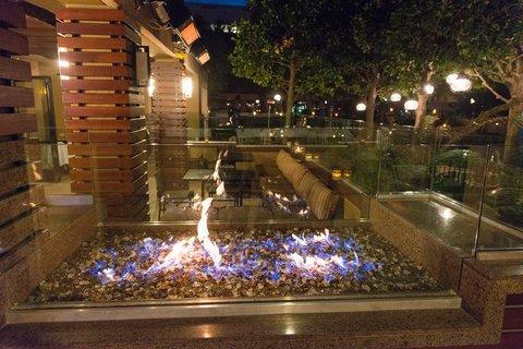 фото The Plaza Suites Hotel 610666379