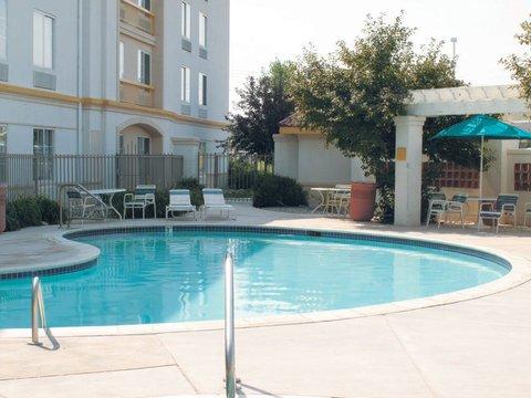 фото La Quinta Inn & Suites Pueblo 610754110