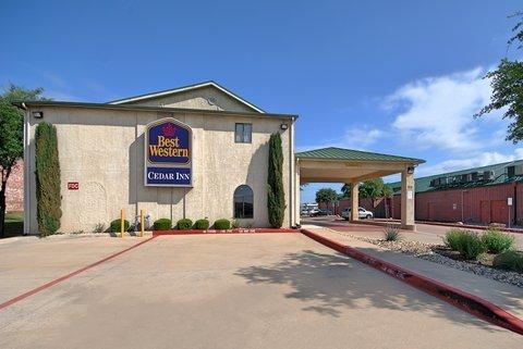 фото Best Western Cedar Inn 610910402
