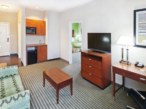 фото La Quinta Inn & Suites Cleveland 611006301
