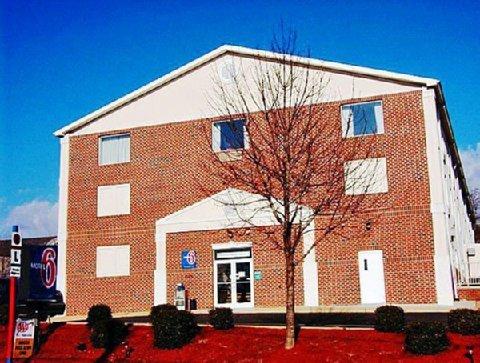фото President Inn & Suites 611214085