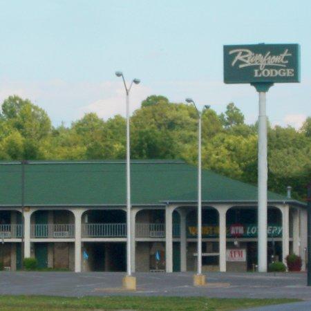 фото Riverfront Lodge 611394835