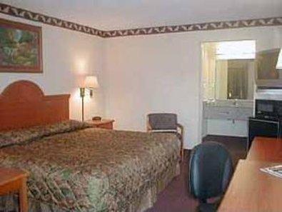 фото Econo Lodge Inn & Suites 611494441