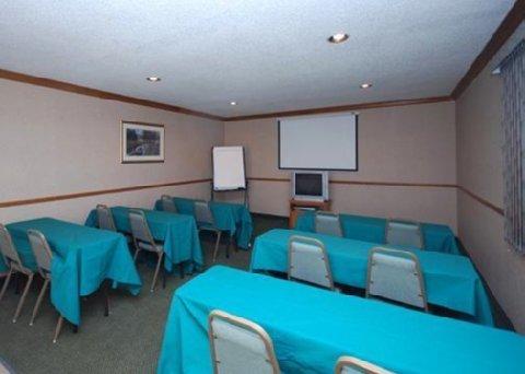 фото Quality Inn & Suites West 611497733