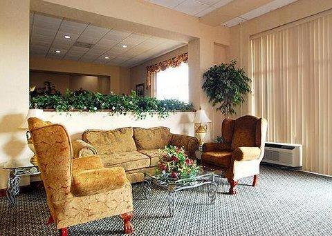 фото Econo Lodge Inn & Suites 612157529