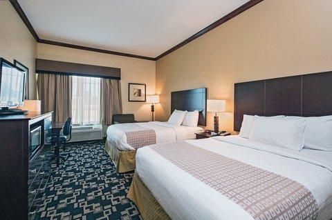 фото La Quinta Inn & Suites Joshua 612401087