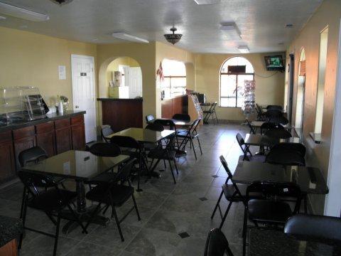 фото Royal Inn & Suites 612610179