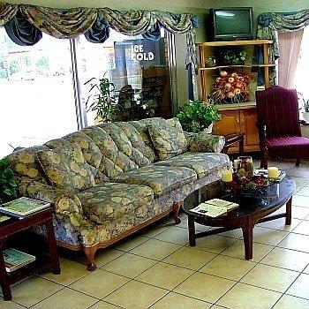 фото Parkway Inn - Newport 613220983