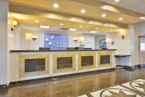 фото La Quinta Inn & Suites Lakewood 613270806
