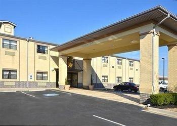 фото Econo Lodge Inn & Suites 614403269