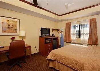 фото Econo Lodge Inn & Suites 614403273