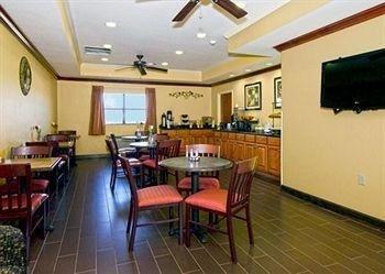 фото Econo Lodge Inn & Suites 614403275